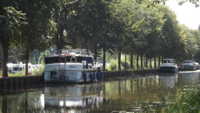 Bateaux amarrés - Canal de Nantes à Brest - Malestroit