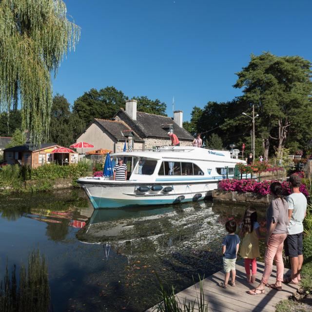 Canal de Nantes a Brest - Malestroit - Le Roc St Andre (aout 2016)