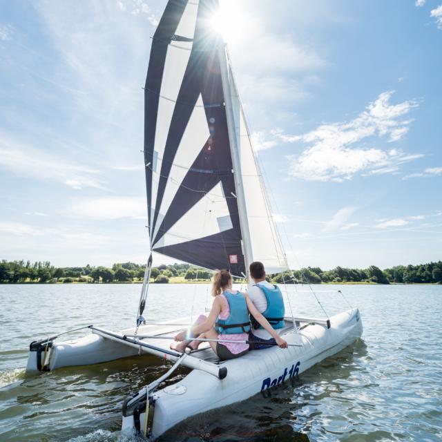 voile catamaran sur le lac au Duc