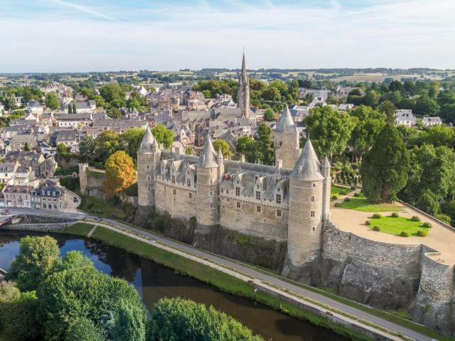 cité de caractère, canal de Nantes à Brest, château, Josselin, Morbihan, Bretagne