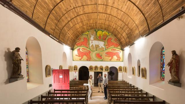 église du Graal,abbé Gillard, fresque, cerf blanc, Tréhorenteuc, légendes arthuriennes, brocéliande, Morbihan, Bretagne