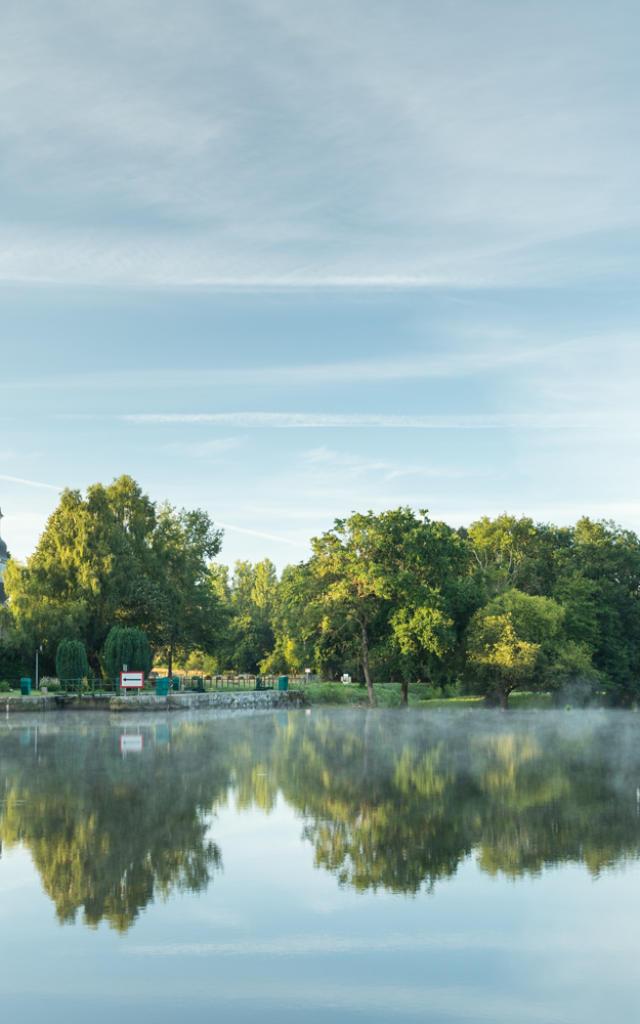 Montertelot, village au bord du Canal de Nantes à Brest