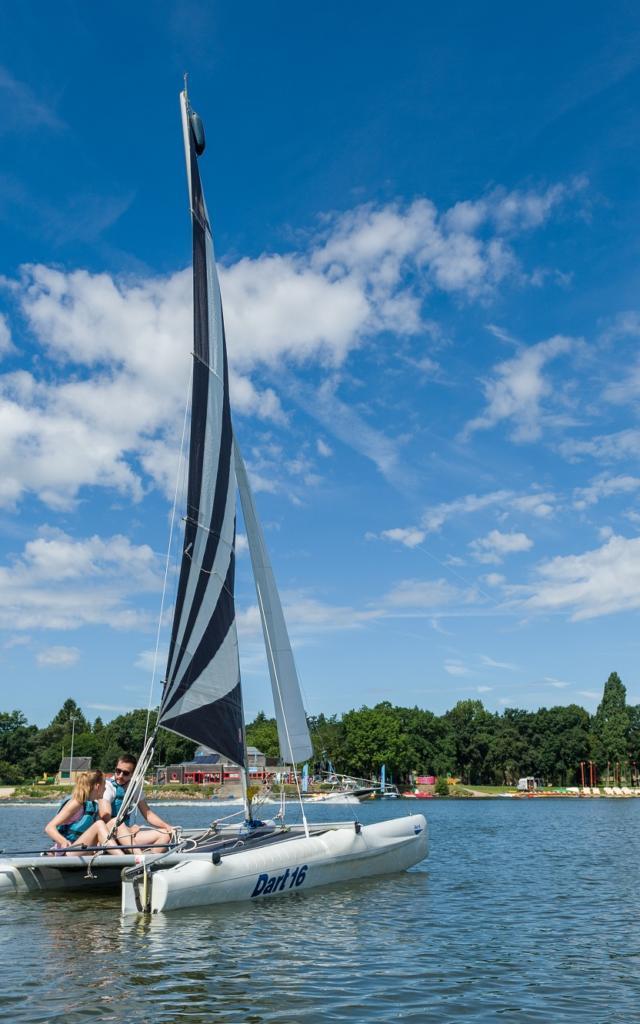 activités nautiques sur le lac au Duc, trimaran club nautique