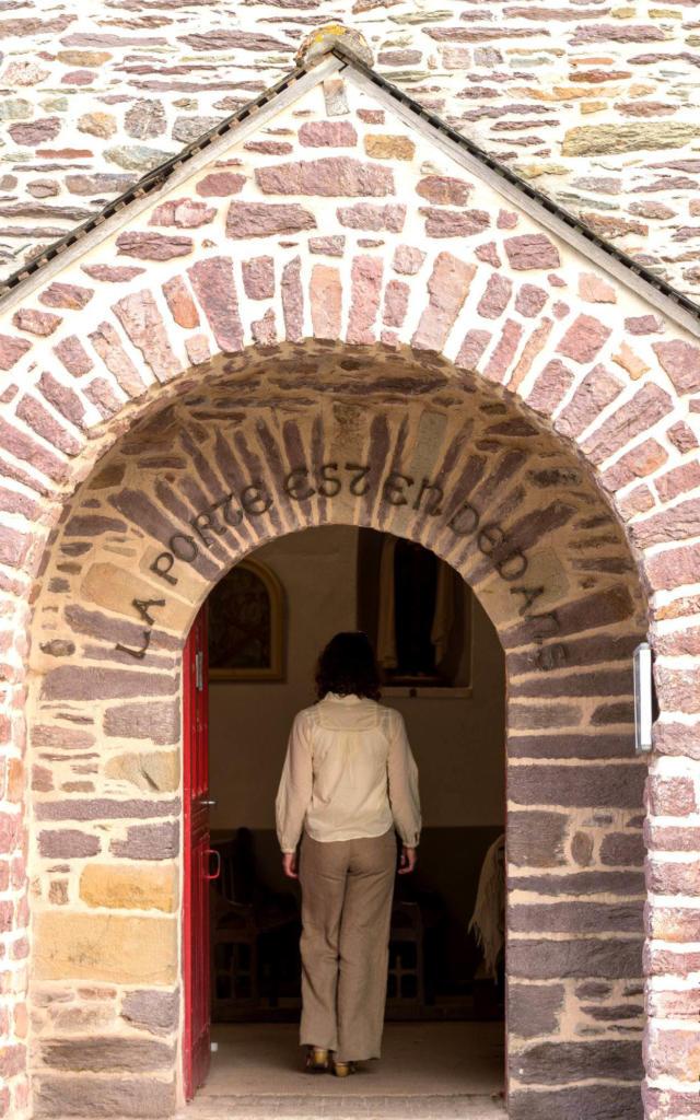 église du Graal, la porte est en dedans