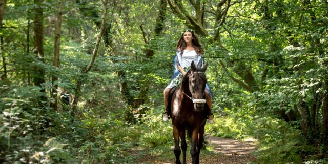 Tréhorenteuc, fée à cheval près du Val sans Retour