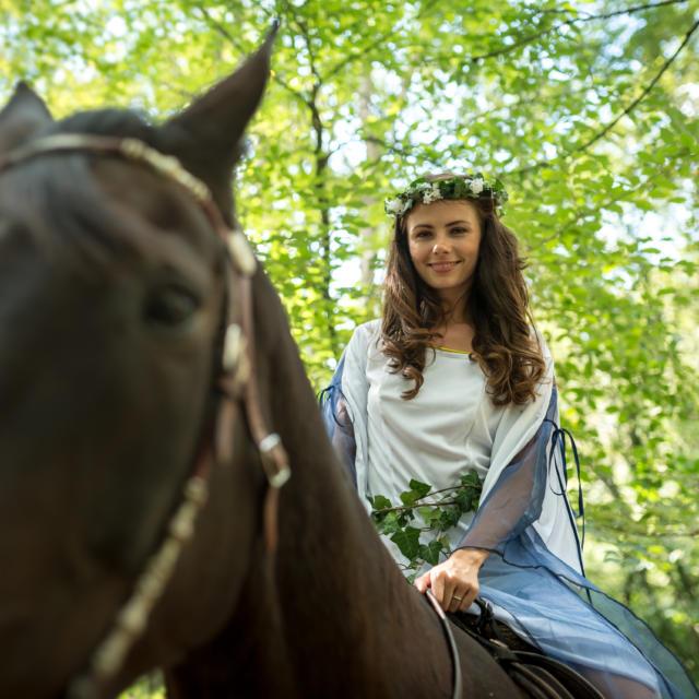 Fée, à cheval près du Val sans Retour