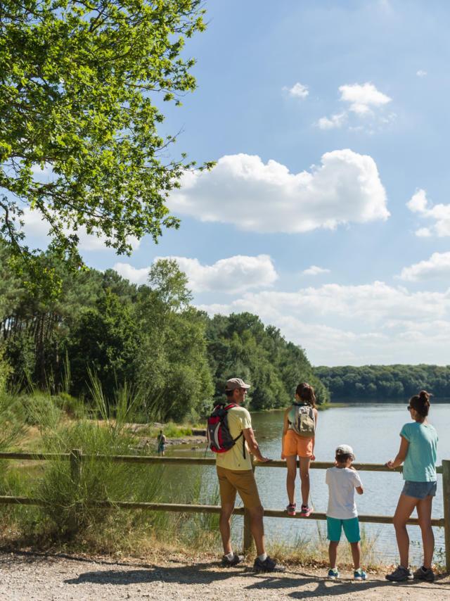 Famille au lac de Trémelin