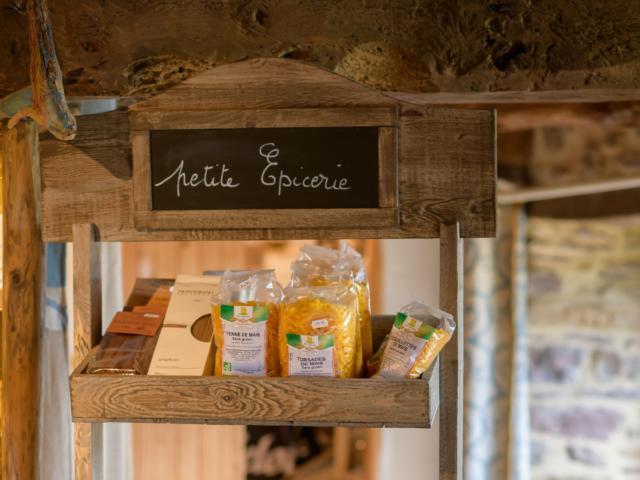 Produits locaux à la maison des sources à Tréhorenteuc